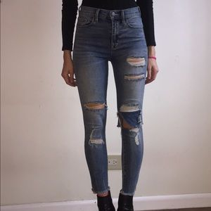 Urban Outfitters distressed skinny jeans💙